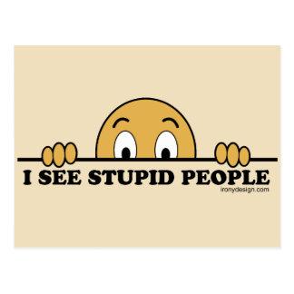Je vois les personnes stupides carte postale