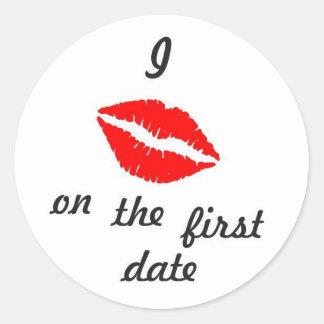 J'embrasse sur le premier autocollant de date
