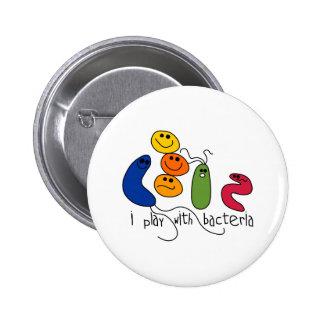 Jeu avec des bactéries badge rond 5 cm