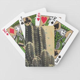 Jeu De Cartes Cactus vert sur l'arrière - plan jaune