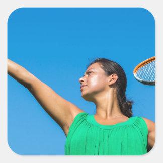 Jeune femme néerlandaise avec la raquette et la sticker carré