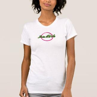 Joignez le T-shirt gainé par short de logo de