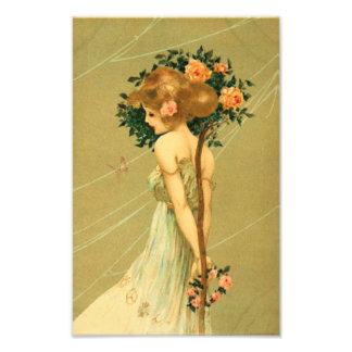 Jolie fille vintage avec les roses et le papillon  impressions photo