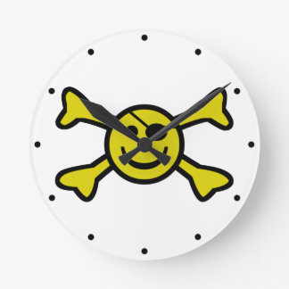 Jolly roger souriant horloge ronde