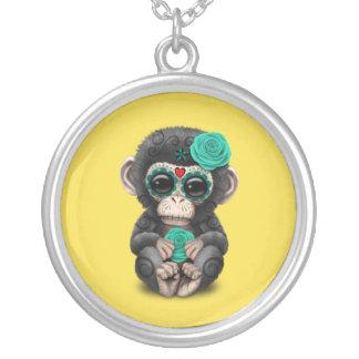 Jour bleu du chimpanzé mort collier