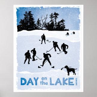Jour bleu sur l'hockey d'étang de lac