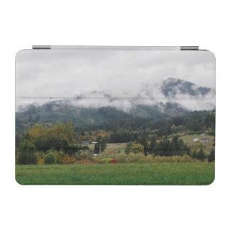Jour brumeux dans la région boisée protection iPad mini