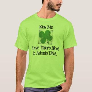 Jour d'ADN St Patrick du sang et de l'Adonis du T-shirt