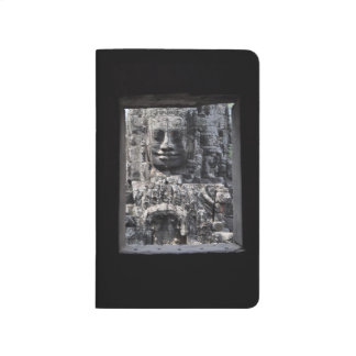 Journal avec Angkor Thom par une photo de fenêtre