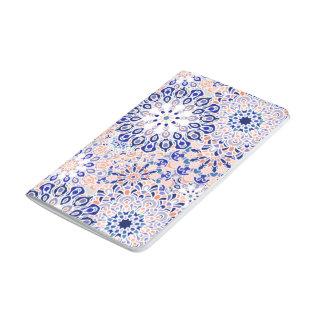 Journal de poche avec la copie florale de motif de