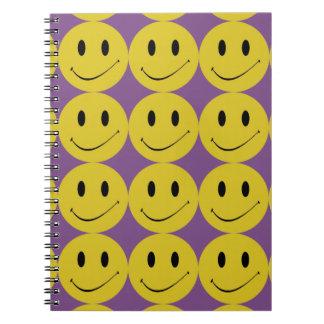Journal de sourire de carnet de visage de sourire