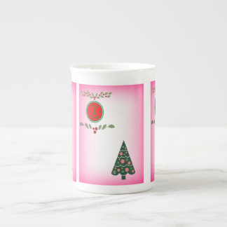 Joyeuses Fêtes avec le houx et un arbre de Noël Mug