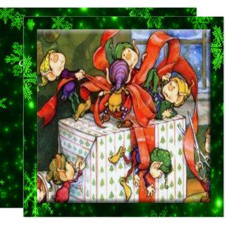 Joyeux elfes enveloppant la carte plate actuelle