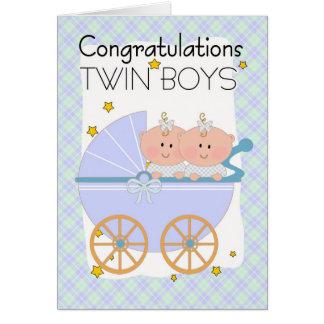 Jumeaux - garçons jumeaux de félicitations dans un carte