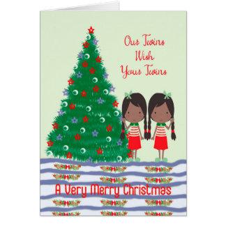 Jumeaux souhaitant à jumeaux une carte de Joyeux