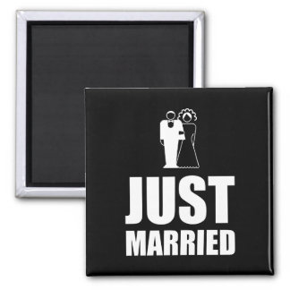 Juste marié épousant le marié de jeune mariée magnet carré