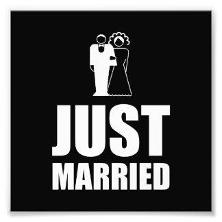 Juste marié épousant le marié de jeune mariée photographes