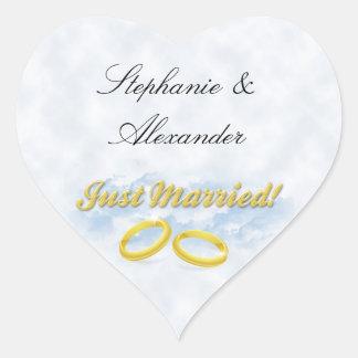 Juste marié, l'or deux se réunit/opacifie sticker cœur