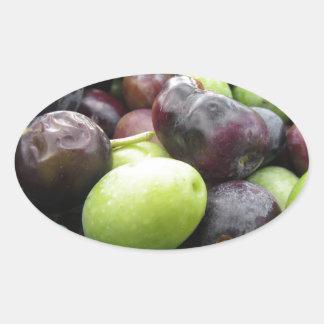 Juste olives sélectionnées sur le filet pendant le sticker ovale