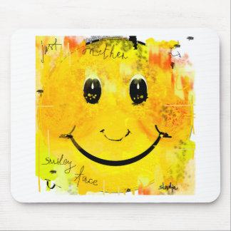 Juste un autre visage souriant tapis de souris