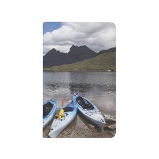 Kayaks, montagne de berceau et lac dove, berceau carnet de poche