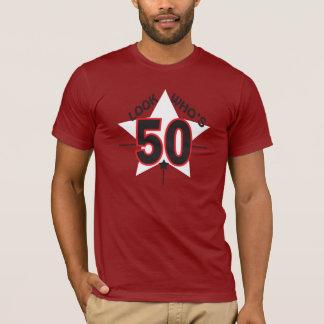 Kijk Who is 50 van de Oude Jaar Verjaardag van   T Shirt