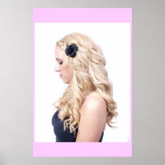 La blonde courbe l'affiche
