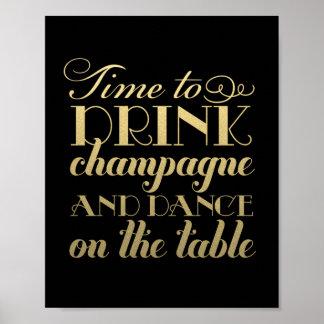 La boisson Champagne et dansent le signe