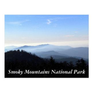 La carte postale fumeuse de montagnes
