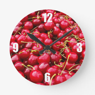 la cerise rouge mignonne délicieuse porte des horloge ronde