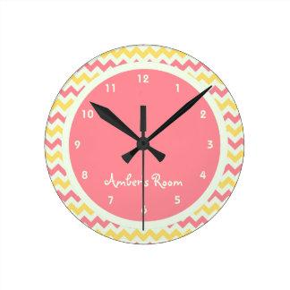 La chambre à coucher de l'enfant personnalisé par  horloge ronde