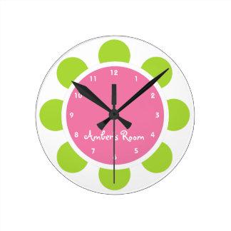 La chambre à coucher de l'enfant rose et vert de f horloge ronde