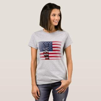 La chemise des femmes de signe de paix de drapeau t-shirt
