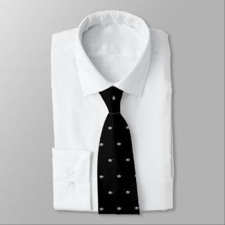 La cravate des hommes argentés de couronne de Mlle