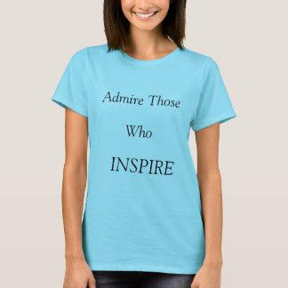 La femme superbe inspirent le T-shirt