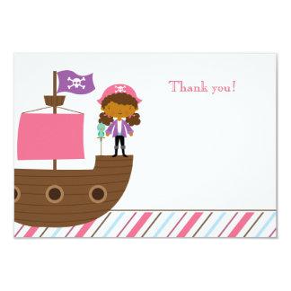La fête d'anniversaire du pirate de la fille rose carton d'invitation 8,89 cm x 12,70 cm