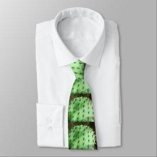 La figue de Barbarie des hommes dans la cravate de