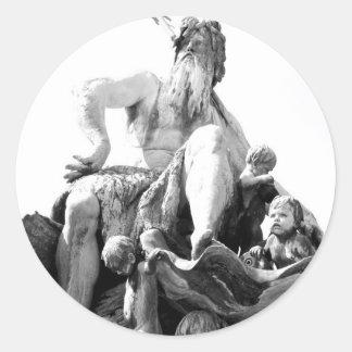 La fontaine de Neptune à Berlin, Allemagne Sticker Rond