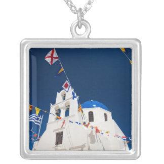 La Grèce et l'île grecque de la ville de Santorini Collier