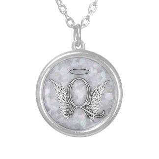 La lettre initiale de l'alphabet Q d'ange s'envole Pendentif Rond