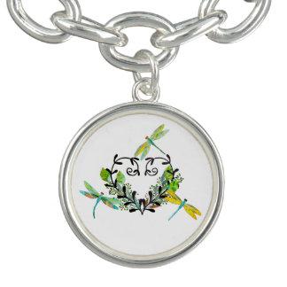 La libellule a inspiré le bracelet de charme
