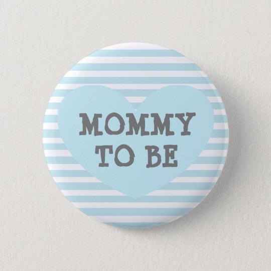La maman à être bébé bleu en pastel a barré le badge rond 5 cm