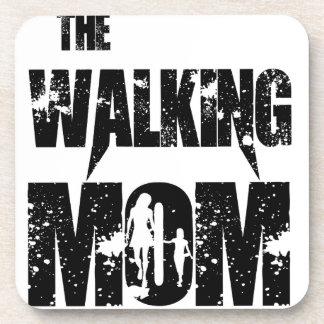 La maman de marche sous-bocks