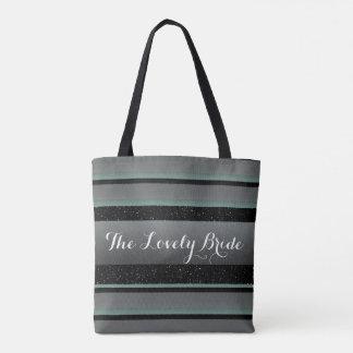La menthe élégante et arrose le beau sac rayé de
