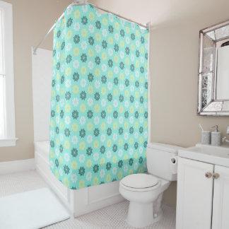 La mer bleu vert fleurit le rideau en douche