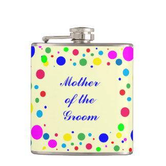 La mère de la partie de marié colore le mariage flasques