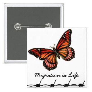 La migration est la vie avec le papillon et le badge carré 5 cm