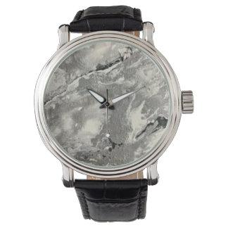 La montre-bracelet de l'homme ou de la femme montres bracelet