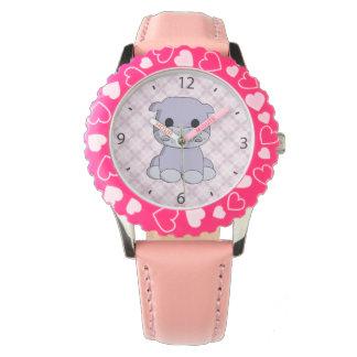 La montre de bébé d'hippopotame de la fille