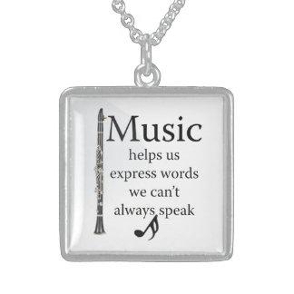 La musique de clarinettes nous aide les bijoux
